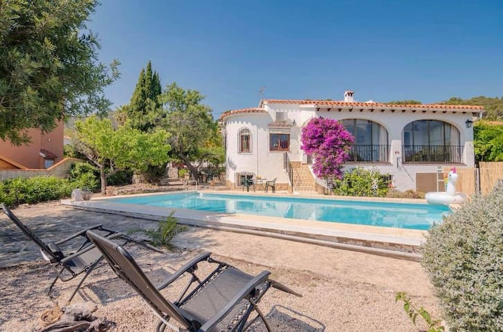 Charmant Huis met privé zwembad,in rustig Orba