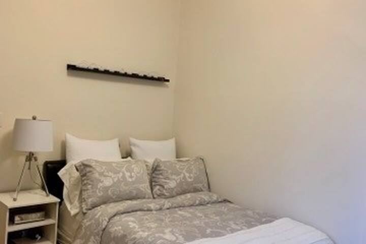 Bedroom (Furnished), 4 ½, All included, RI-MUHC