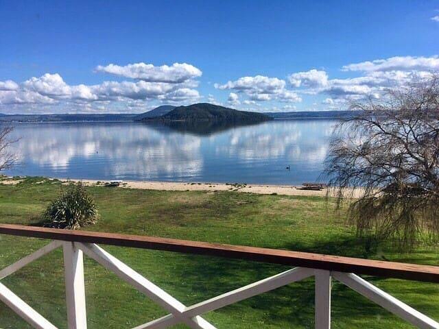 Lake Edge Rotorua NZ