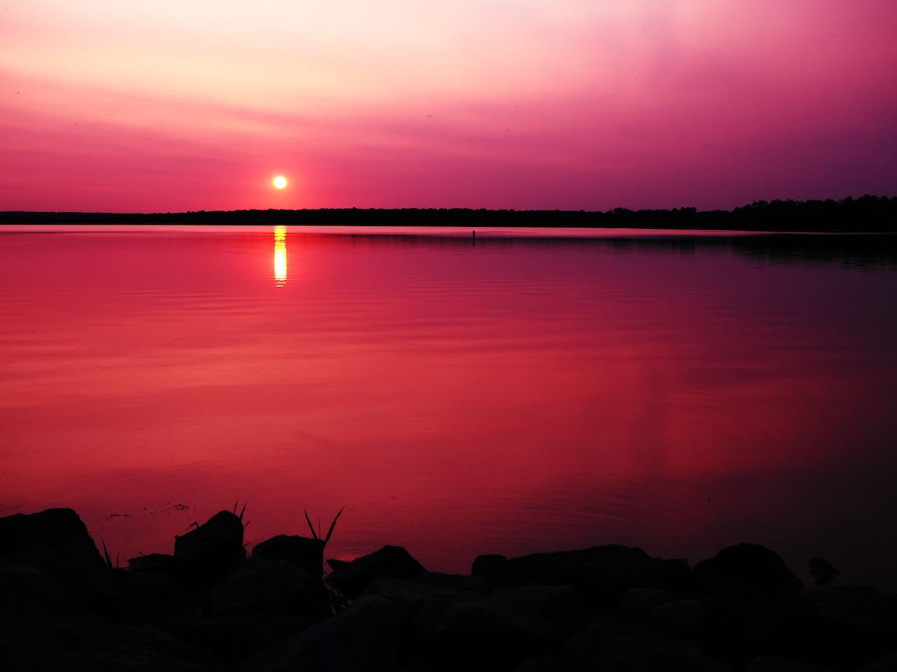 Mason Lake is a 882 acre lake located in Marquette, Adams Counties. It has a maximum depth of 9 feet. Visitors have access to the lake from public boat landings. Fish include Musky, Panfish, Largemouth Bass, Northern Pike and Catfish.  Epic Sunsets!