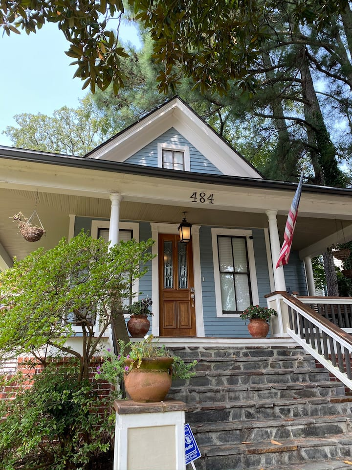 *NEW* Gorgeous Home Near Downtown Hot Springs!