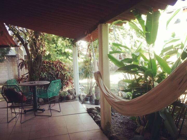 Cómoda casita y jardín a dos cuadras de la playa