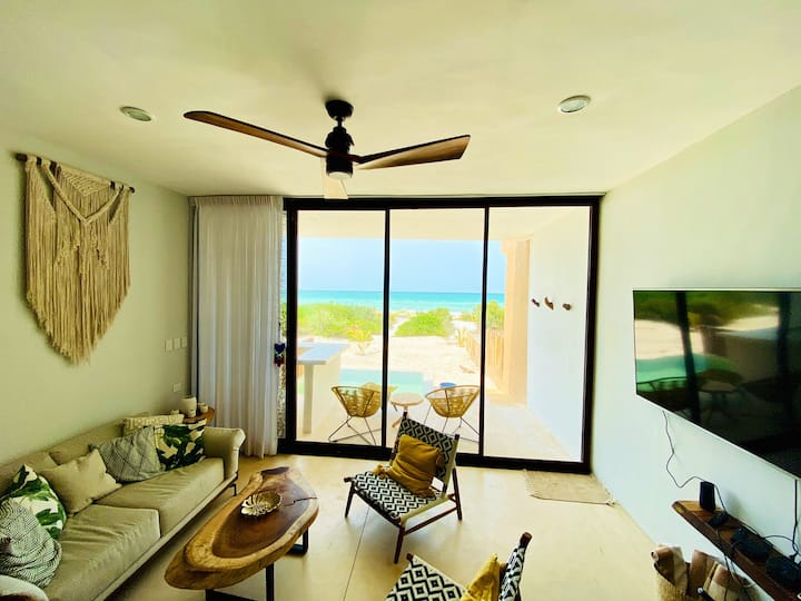Beachfront Luxury Villa for 6 people, pool and bar