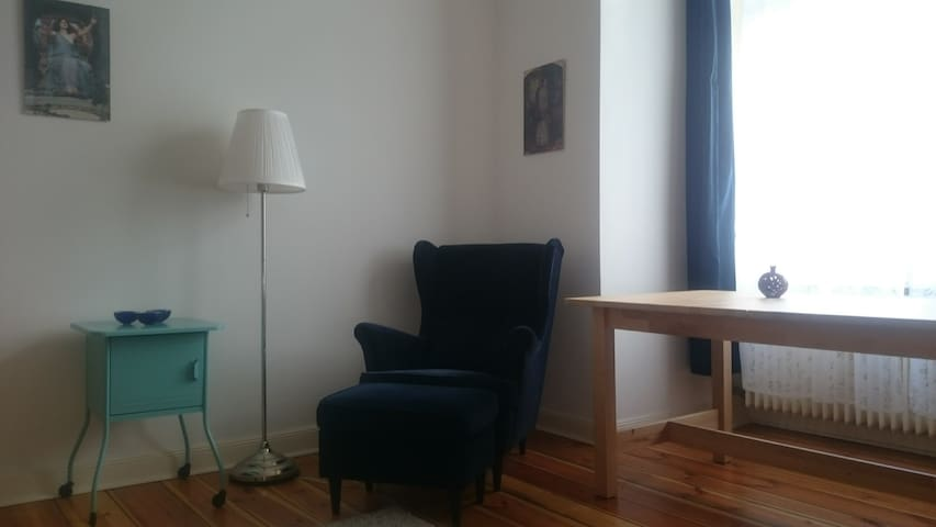 Central, nice and bright room in Steglitz