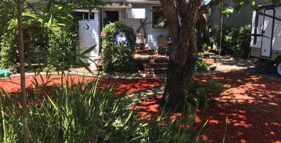 Studio in Backyard Oasis - Redwood City - Apartment