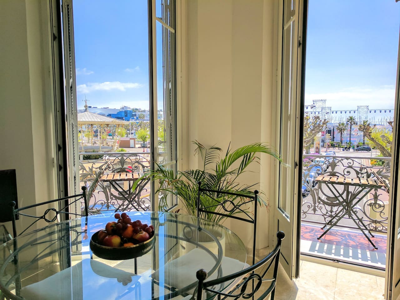 Dining area with balconies overlooking the square.