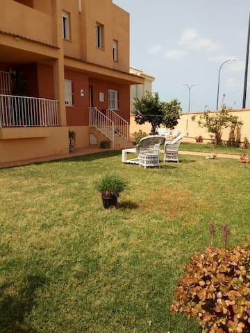 Habitaciones en chalet a compartir - San Fernando - Talo
