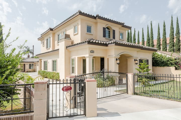 Mansion on Mission -Business Ready/Family Friendly