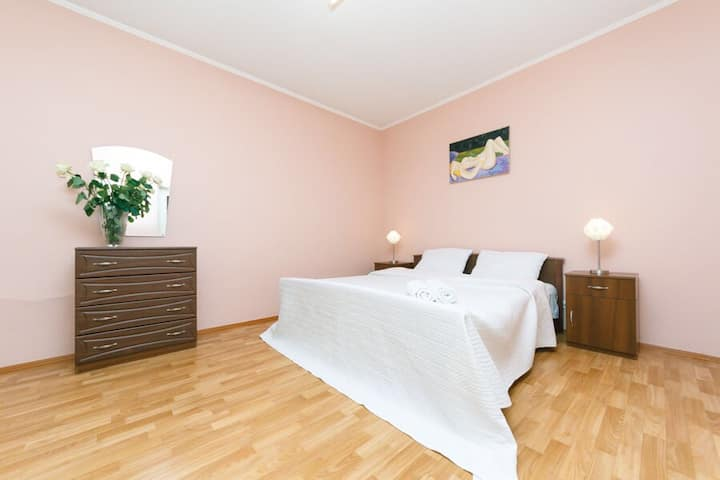 2 bedroom apartment. Metro Minskai . Dream Town