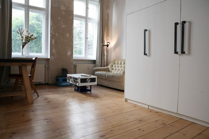 Cosy loft-room private wc&shower Prenzlauerberg