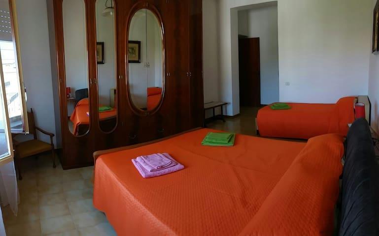 Casa  a 200m dal mare, ampie camere e terrazzo