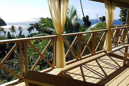 Mango Lodge - ocean-view, gardens, close to beach
