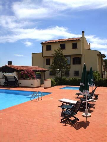 Villa Lavinia B&B - Toscana - Italy - Montescudaio - Bed & Breakfast