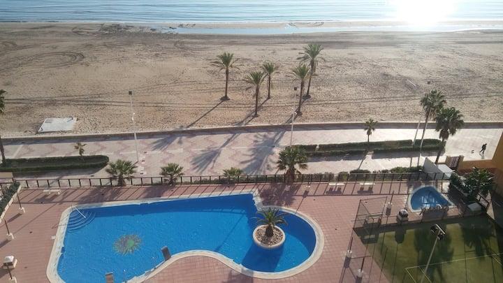 Apartamento para 2-4 per. en prim. linea de playa