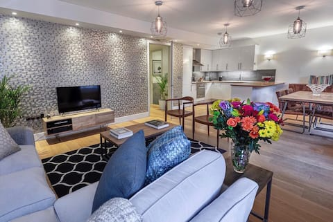 LUX-5guests-3beds-2bath-free park-1min to the tube