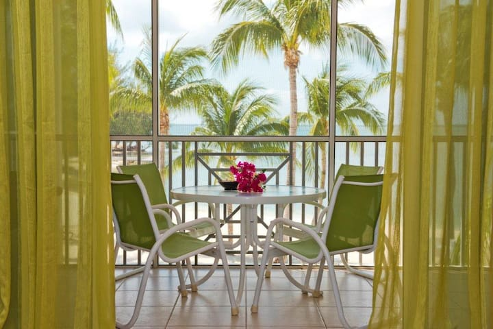 Luxurious and Immaculate Beach Front Get Away - Rum Point - Condominium
