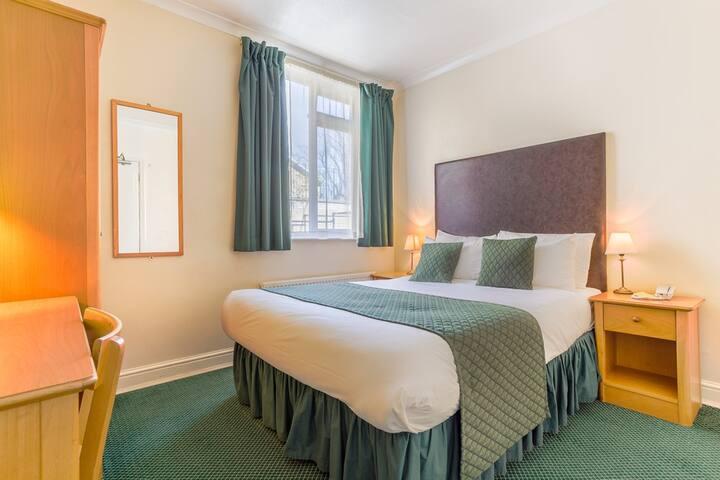 Double Room Ensuite - Free WiFi - Kensington & Chelsea