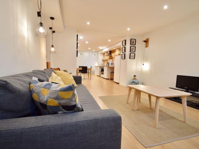 Newly renovated apartment - 6 Sleeps - Free Wi-Fi