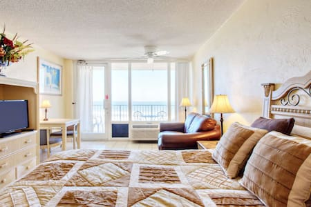 Affordable Studio, Direct Ocean Front Beauty on 6th Floor @ Pirates Cove, Pool, WiFi-Great Location! - Daytona Beach Shores - Appartement