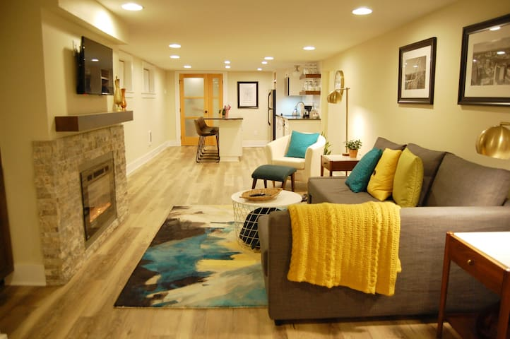 2 BR Family Friendly Luxury Suite in SE Woodstock