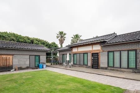 YUGAHUN-Korean Style Villa Near City Center