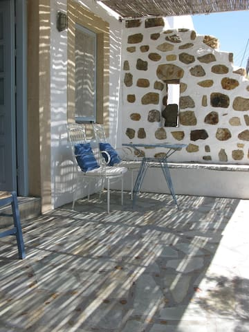 Seaside studio, lovely terrace. - Patmos - Huis