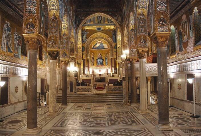 La Cappella Palatina dista 2 minuti a piedi