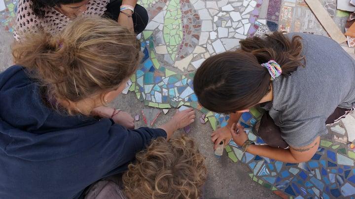 Yo enseñando mosaico