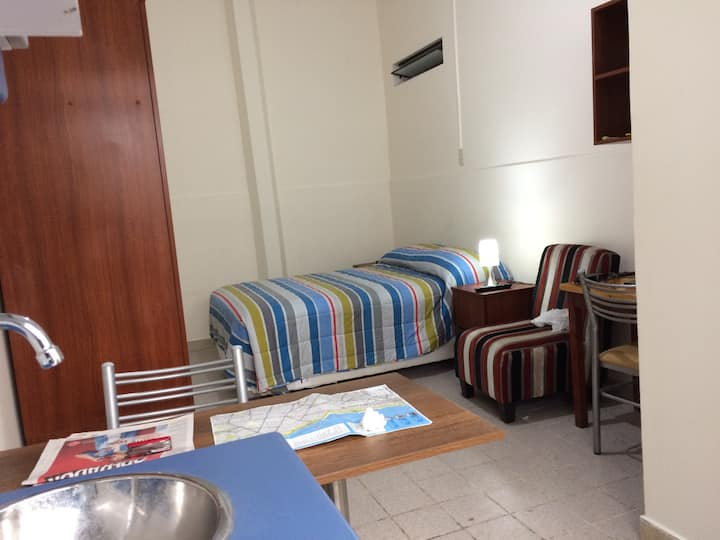 Habitación espaciosa con baño y kitchen en Miraflo