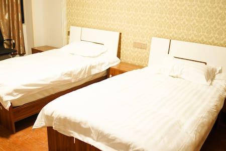 横店闹市中心离各景点5分钟距离双床房305室 - Jinhua Shi - Guesthouse