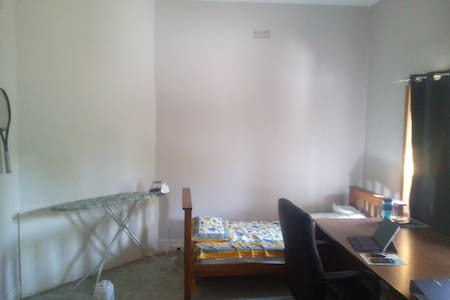 room for 2weeks for 1 person - Malvern East