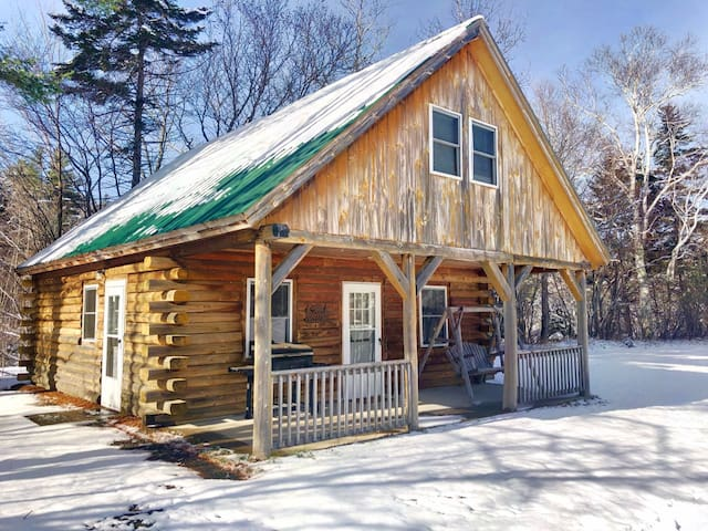 Living Water Campground - Moose Cabin: rustic accommodations in a fantastic location, 5 minutes from Bretton Woods. Onsite restaurant and store, playground, pool! DISCOUNTED SKI TICKETS!
