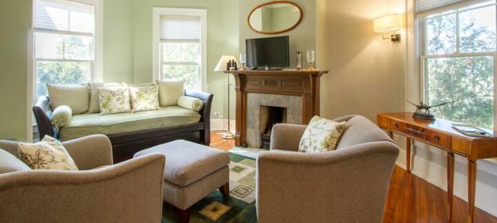 Spacious Second Floor Suite