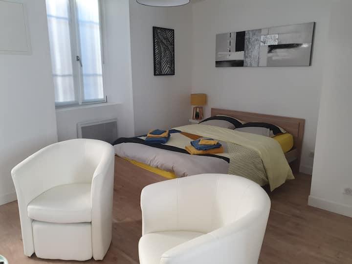 Studio neuf, tout confort, centre ville Aurillac