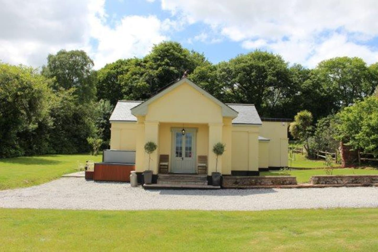 Exeter Lodge sits in an acre of private garden with your very own hot tub and patio area. Stunning views through rolling Devon countryside over to the River Exe and sea beyond.