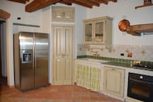 Another picture of the kitchen
