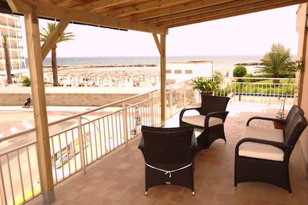 Apartamento en Cala Bona a 20 metros de la playa - Son Servera