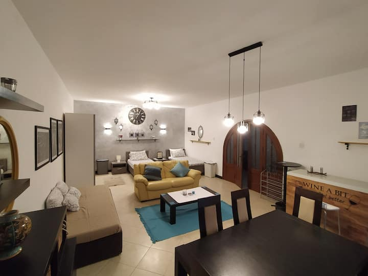 Beautiful large Bedroom - 8x5m