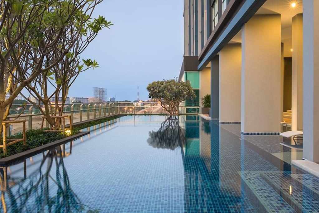 swimming pool on fl.5 -สระว่ายน้ำชั้น5
