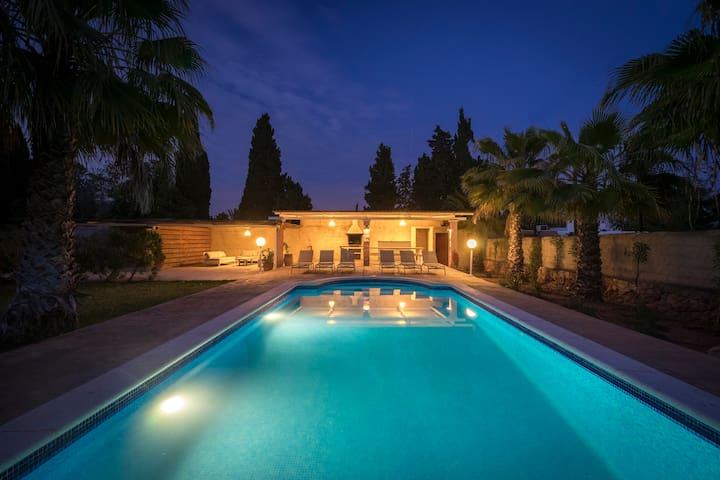 Villa with private pool near Ibiza town