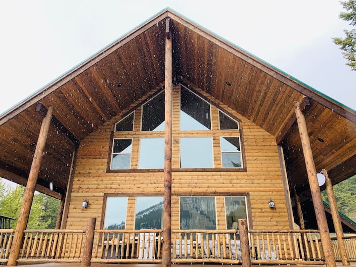 Bighorn Lodge-10 minutes to YNP+Hot tub+Wifi+AC