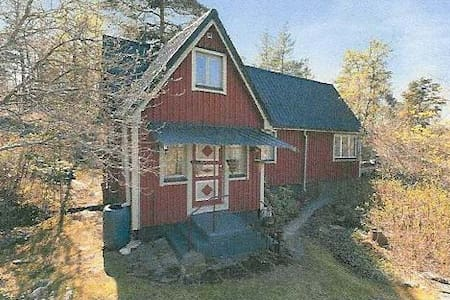 Countryhouse close to town - Älta