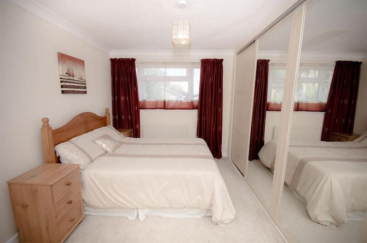 Furnished Rooms in ideal location - M4/M32 Downend