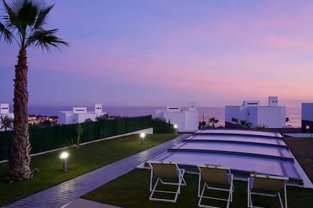Maison de luxe avec piscine privée et vue sur mer