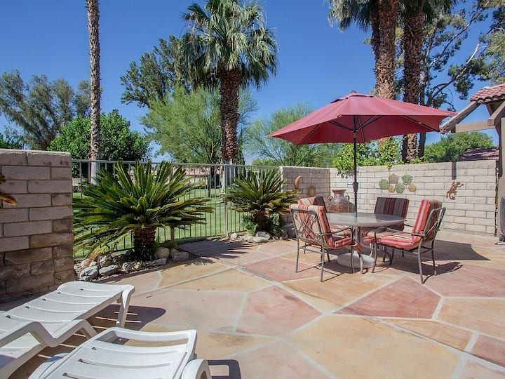 Family-friendly condo w/ shared pools, hot tubs, gated entrance, & on-site golf