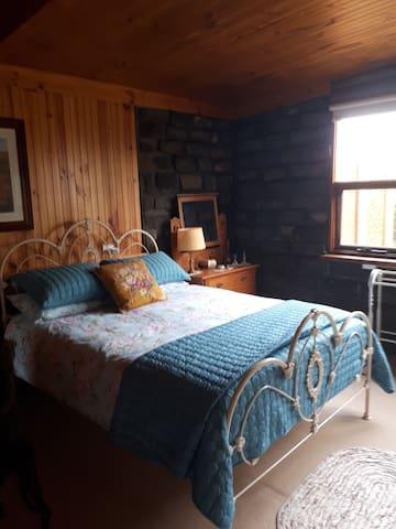 Pelican Lane Lodge with Unique Spa Bathroom.