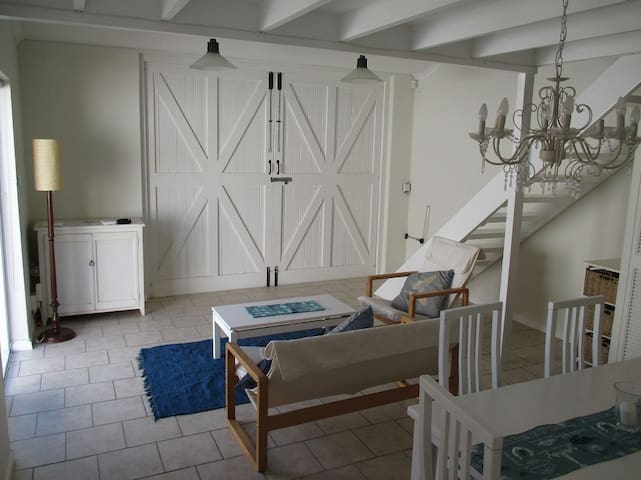 Quiet apartment in leafy southern suburbs - Cape Town - Daire