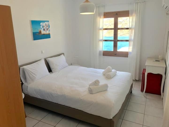 Cozy Sea-View Room