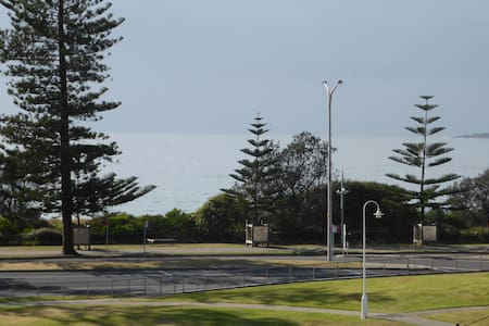 Dolphin View- large 1 bedroom beach apartment - Wollongong