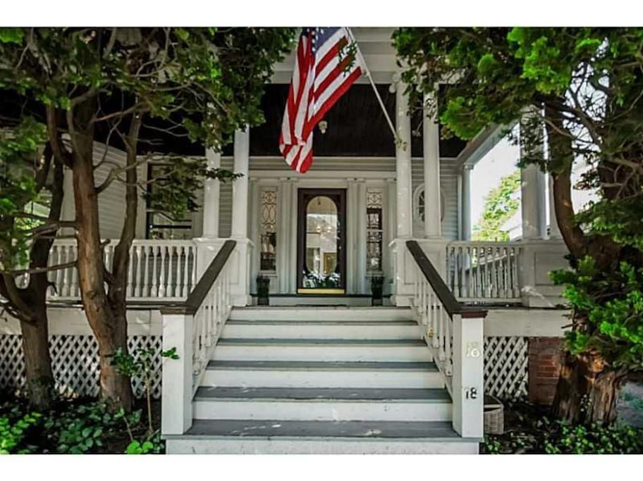 3br apt w roofdeck parking in historic home houses for Rhode island bath house